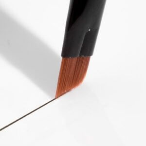 HD Brows Super-Fine Angled Brow Brush - drawing a line